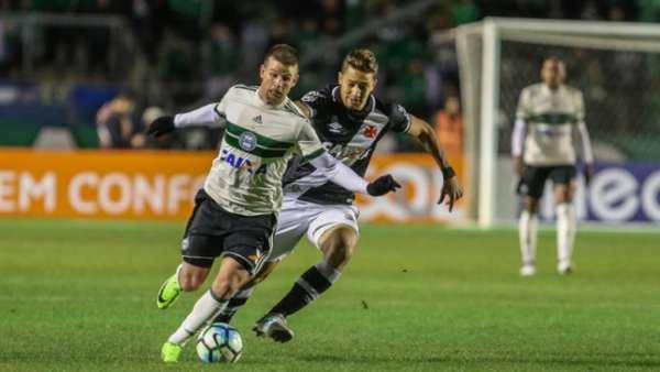 Confira a seguir a galeria especial do LANCE! com imagens do empate entre Coritiba e Vasco na noite deste domingo