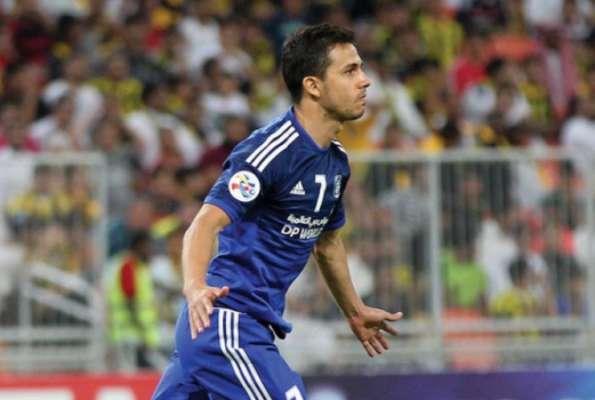 Nilmar em ação pelo Al-Nasr, dos Emirados Árabes