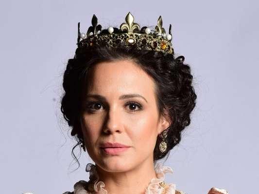A rainha Vitoriana (Juliana Knust) é assassinada no primeiro capítulo da novela 'Belaventura'