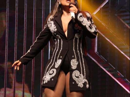 Simone, dupla de Simaria, chamou atenção com um look ousado em um show no KM de Vantagens Hall, no Rio, na última sexta-feira, 14 de julho de 2017