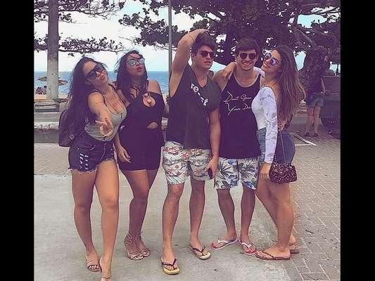 Ex-BBBs viajam para Alagoas para curtir aniversário de Luiz Felipe