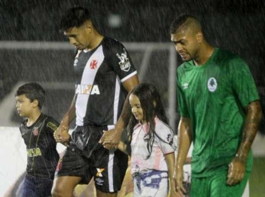 Julio dos Santos se despediu do Vasco. Confira a seguir a galeria LANCE! com imagens do jogador no clube