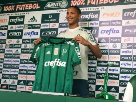 Deyverson foi apresentado ao Palmeiras: veja imagens da carreira