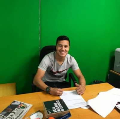 Marlon foi anunciado oficialmente pelo clube e usará o número 6. Confira imagens na galeria a seguir