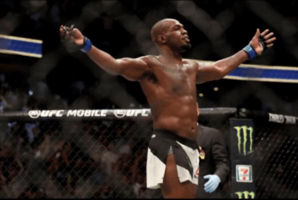 Jon Jones recuperou o cinturão dos meio-pesados no UFC 214