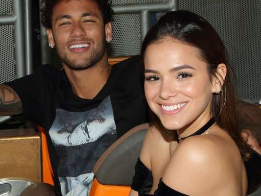 Bruna Marquezine nega boato sobre fim de namoro com Neymar: 'Não fui pedida em casamento'