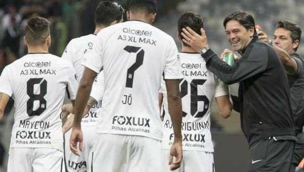 1º - CORINTHIANS - 44 pontos em 18 jogos - Chance de título: 76% - Chance de Libertadores: 99%