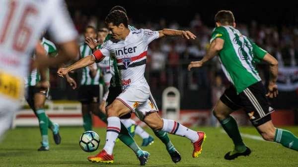 São Paulo 1 x 2 Coritiba - 53.635 pagantes - 18ª Rodada - Morumbi