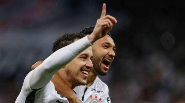 1º - CORINTHIANS - 47 pontos em 19 jogos - O Timão tem chances de título estipuladas em 81%. A chance de garantir sua vaga na Libertadores está em 99%