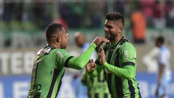 1º - AMÉRICA-MG - 36 pontos em 19 jogos - Líder da competição até o momento, o Coelho está com 84% de chances de voltar à Primeira Divisão.