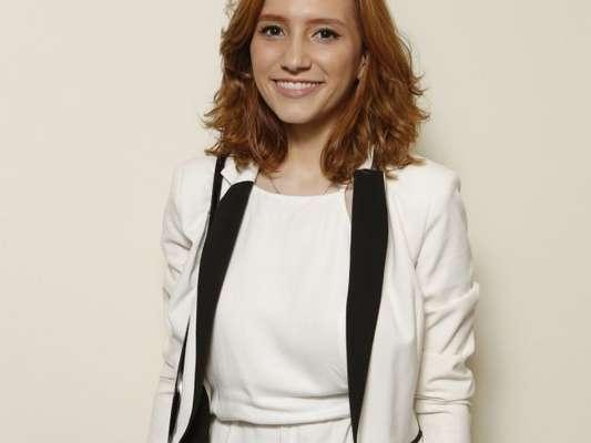 Lorena Comparato diminuiu dois números no manequim para viver personagem em série da TV Globo