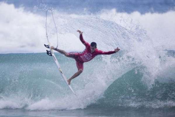 Filipe Toledo chega ao Taiti embalado por conquista em Jeffreys Bay. Ele é 7º no ranking