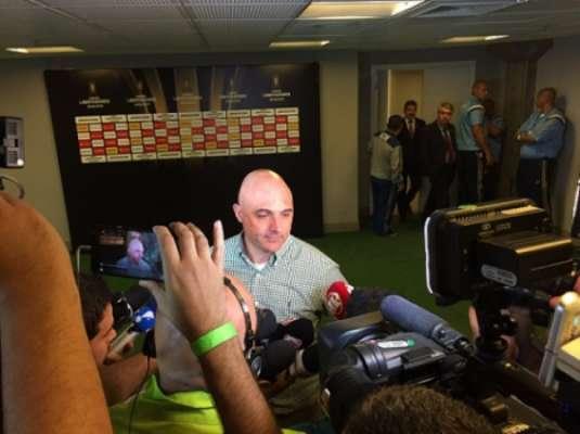 Maurício Galiotte durante entrevista após a eliminação