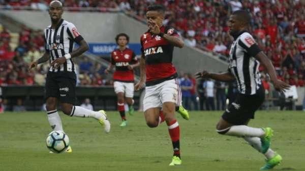 Flamengo e Galo empataram por 1 a 1 no primeiro turno. Veja uma galeria de fotos deste de outros confrontos recentes