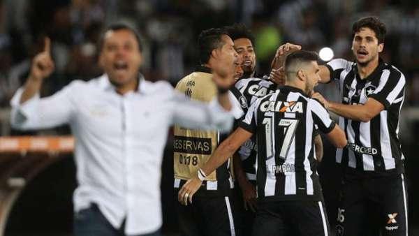 Botafogo 2 x 0 Nacional-URU: as imagens no Nilton Santos