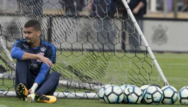 Léo Santos tem três partidas como profissional