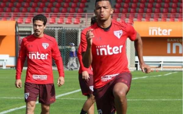 Zagueiro Aderllan foi relacionado pela primeira vez no São Paulo