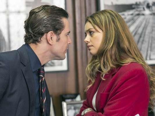 Na supersérie 'Os Dias Eram Assim', após receber a visita de Vitor (Daniel de Oliveira), Alice (Sophie Charlotte) agride o marido com socos e pontapés