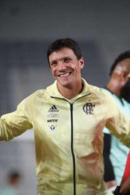 Zé Ricardo pode assumir o cargo de técnico do Vasco. Veja a seguir a galeria L! do ex-técnico do clube, Milton Mendes