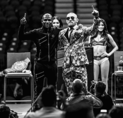 Respeito: Floyd Mayweather e Conor McGregor posam juntos após luta de boxe
