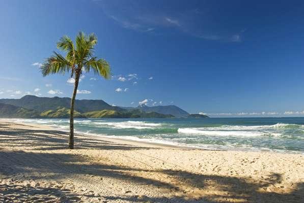 MARESIAS, SÃO SEBASTIÃOPara quem gosta de uma praia mais agitada, Maresias, no Litoral Norte, é a melhor pedida! O local se tornou um point para os jovens e surfistas que encontram em suas areias branquinhas um ótimo destino para curtir o sol! Por ter uma ótima infraestrutura, é uma opção para passar o dia, além de ter bares e festas agitadas durante os finais de semana.