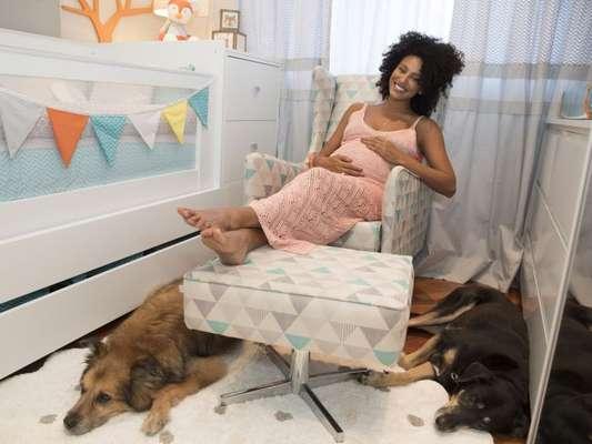 Na reta final da gravidez, Sheron Menezzes mostrou a decoração do quarto do filho