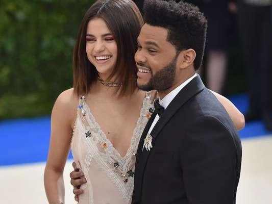 Selena Gomez e o namorado, The Weeknd, estão morando juntos em Nova York, nos Estados Unidos