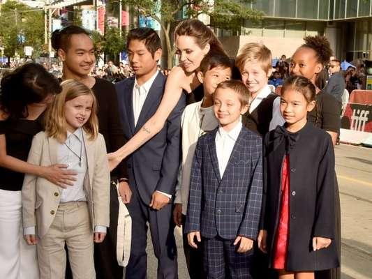 Angelina Jolie levou os seis filhos para a première do filme 'First They Killed My Father' no Festival de Cinema de Toronto, nesta segunda-feira, 11 de setembro de 2017
