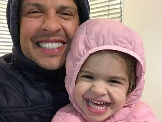 Ceará questionou a filha no começo do vídeo: 'Como é que o papai fala quando vai dar bronca em você?'