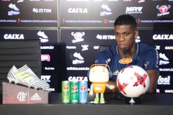 Berrío cresceu de produção e agora é titular no Flamengo