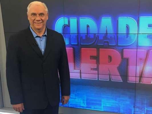 Com câncer, Marcelo Rezende, que afastou-se da televisão para tratar a doença, foi internado com pneumonia grave