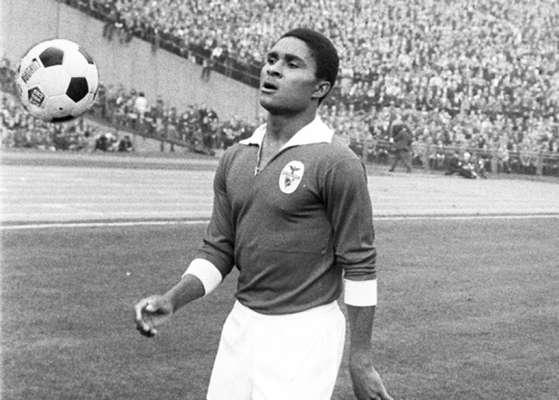 10º) O português Eusébio, ídolo absoluto no Benfica, é o décimo jogador no ranking da artilharia. Entre 1961 e 1974, o atacante marcou 63 gols.
