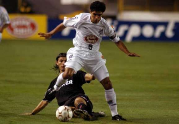 Renato jogou as Libertadores de 2003 e 2004 pelo Santos