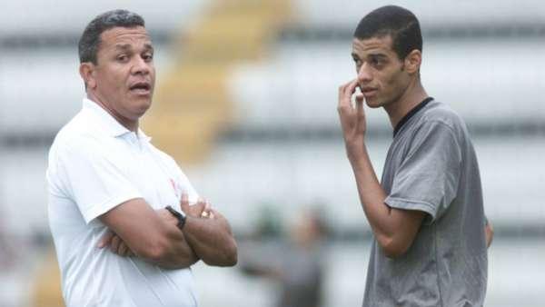 João Carlos, ex-Vasco, quando começou pelo Vasco ao lado de Hélio dos Anjos. Veja a seguir uma galeria de fotos da sua carreira