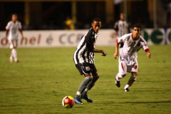 Neymar estreou pelo Santos em 7 de março de 2009, aos 17 anos, contra o Oeste, pelo Paulistão, e não marcou