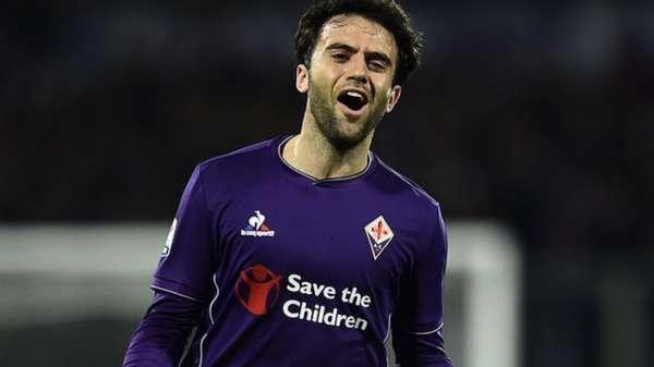 Listamos dez nomes com passagens por grandes clubes europeus que estão sem time. Giuseppe Rossi é o primeiro deles. O atacante de 30 anos tem 29 jogos e sete gols pela seleção italiana. Ele estava na Fiorentina até junho. Em maio, o jogador sofreu lesão uma no joelho esquerdo.