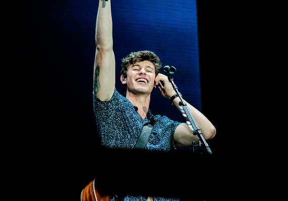 O jovem cantor Shawn Mendes arrasou no primeiro fim de semana do Rock in Rio e conquistou muitos corações! Também, com esse sorriso...