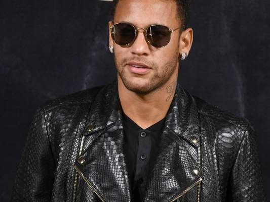 Neymar comenta foto de Demi Lovato e fãs shippam casal