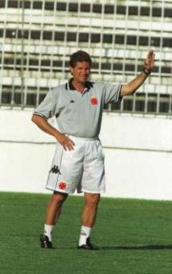Oswaldo de Oliveira no comando do Vasco, em 2000