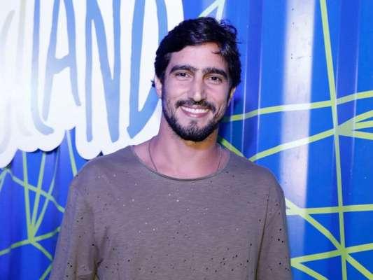 Renato Góes nega briga com diretor ao deixar 'Deus Salve o Rei' de acordo com assessoria do ator nesta sexta-feira, dia 06 de outubro de 2017