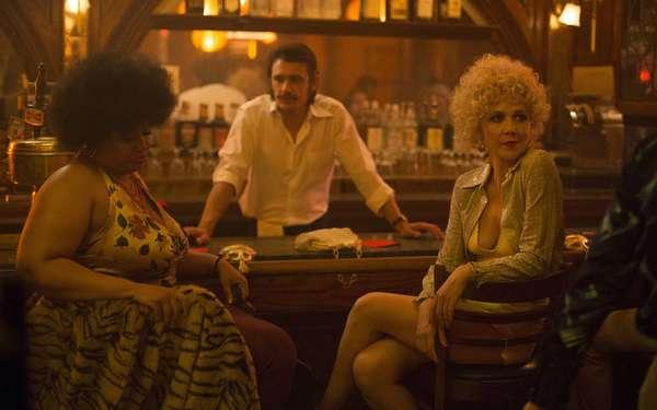 The Deuce | DramaLançada em setembro, a série criada por David Simon retrata a Nova York dos anos 70 e 80, quando a desesperança da cidade era grande e havia um cenário amplo de prostitutas, cafetões e empreendedores da noite. O elenco conta com nomes como James Franco e Maggie Gyllenhaal. Por mais que os episódios tragam muitas cenas de sexo e violência, a história, que é um belo drama, revela muito mais que isso. A 2ª temporada está confirmada.