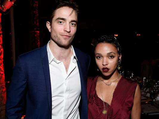Três meses após anunciar o noivado com FKA Twigs, Robert Pattinson terminou com a cantora