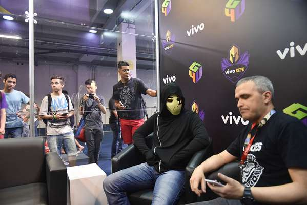 Youtuber Zangado encontra fãs na Brasil Game Show