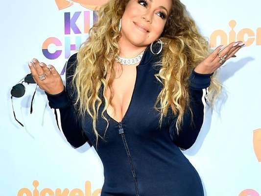 Mariah Carey teve a sua mansão invadida em Los Angeles na madrugada da quinta-feira (19) e ladrões levaram cerca de 160 mil reais em acessórios