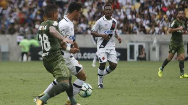 Confira a seguir a galeria especial do LANCE! com imagens do empate entre Vasco e Coritiba neste sábado