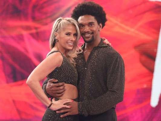 Adriane Galisteu brincou ao conquistar vaga de volta ao 'Dança dos Famosos', em 22 de outubro de 2017