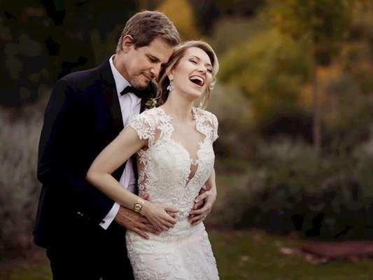 Edson Celulari e Karin Roepke postam fotos do casamento na Itália nesta quinta-feira, dia 09 de novembro de 2017
