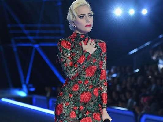 Lady Gaga interrompeu um show nos Estados Unidos para ajudar uma fã que foi ferida e estava sangrando