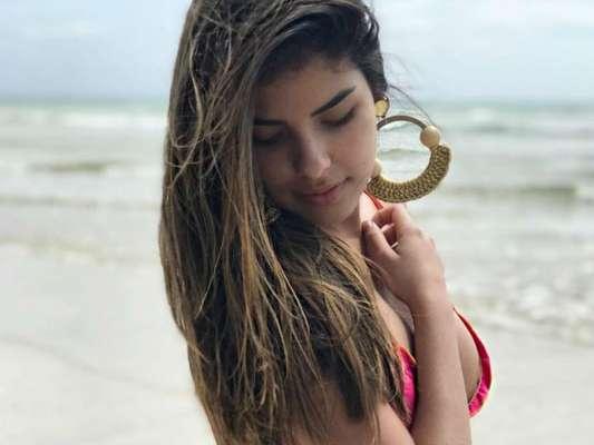 Vencedora do 'Big Brother Brasil 16', Munik Nunes exibiu suas curvas ao curtir praia em Morro de São Paulo, na Bahia