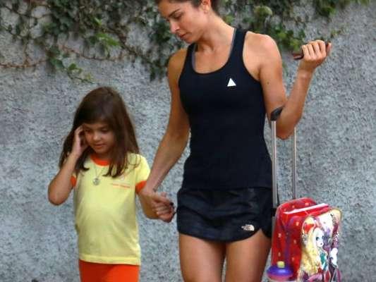Grazi Massafera buscou a filha, Sofia, na escola nesta segunda-feira, 13 de novembro de 2017